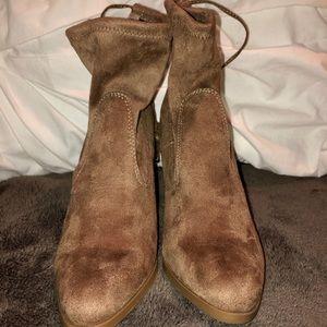NEVER WORN brown suede booties